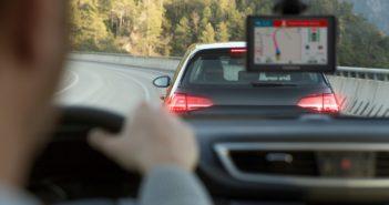 Garmin Drive vs smartphone. Fate vincere la sicurezza.