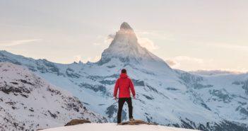 Un telefono satellitare in montagna è più utile dello smartphone