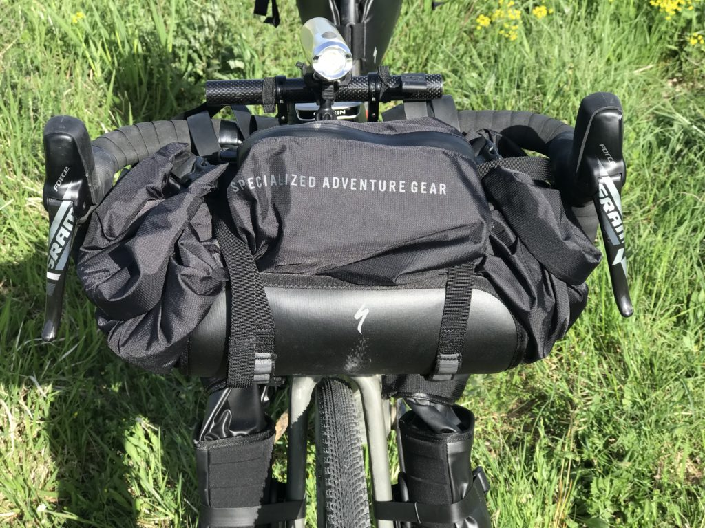 Bikers in cresta - Bikepacking - Edge 1030