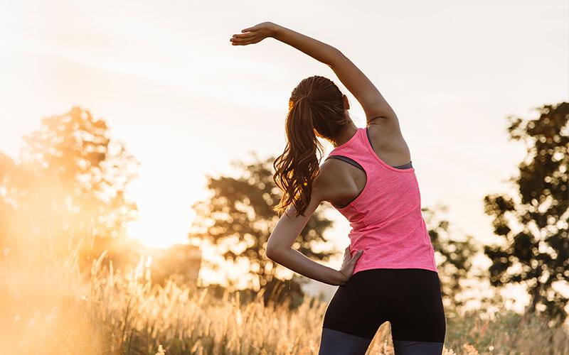 fare stretching prima di ricominciare a correre